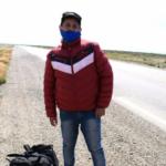 Gustavo se quedó sin trabajo y decidió volver caminando a Salta desde Caleta Olivia, Santa Cruz. (Facebook El Caletense)
